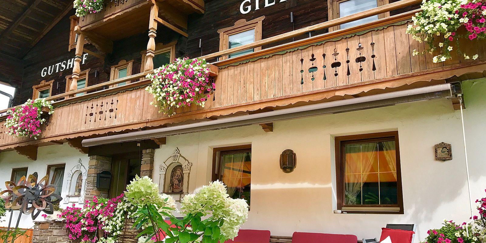 Terrasse des Gielerhofs im Sommer