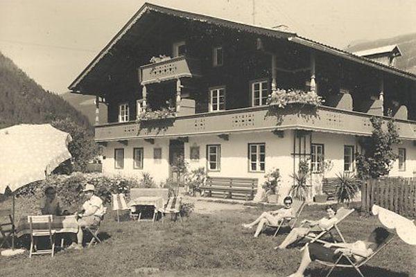 alte Postkarte mit Aussenansicht Gielerhof